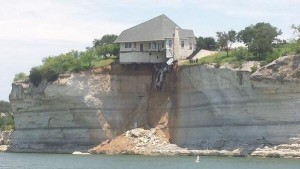 House hangs off cliff